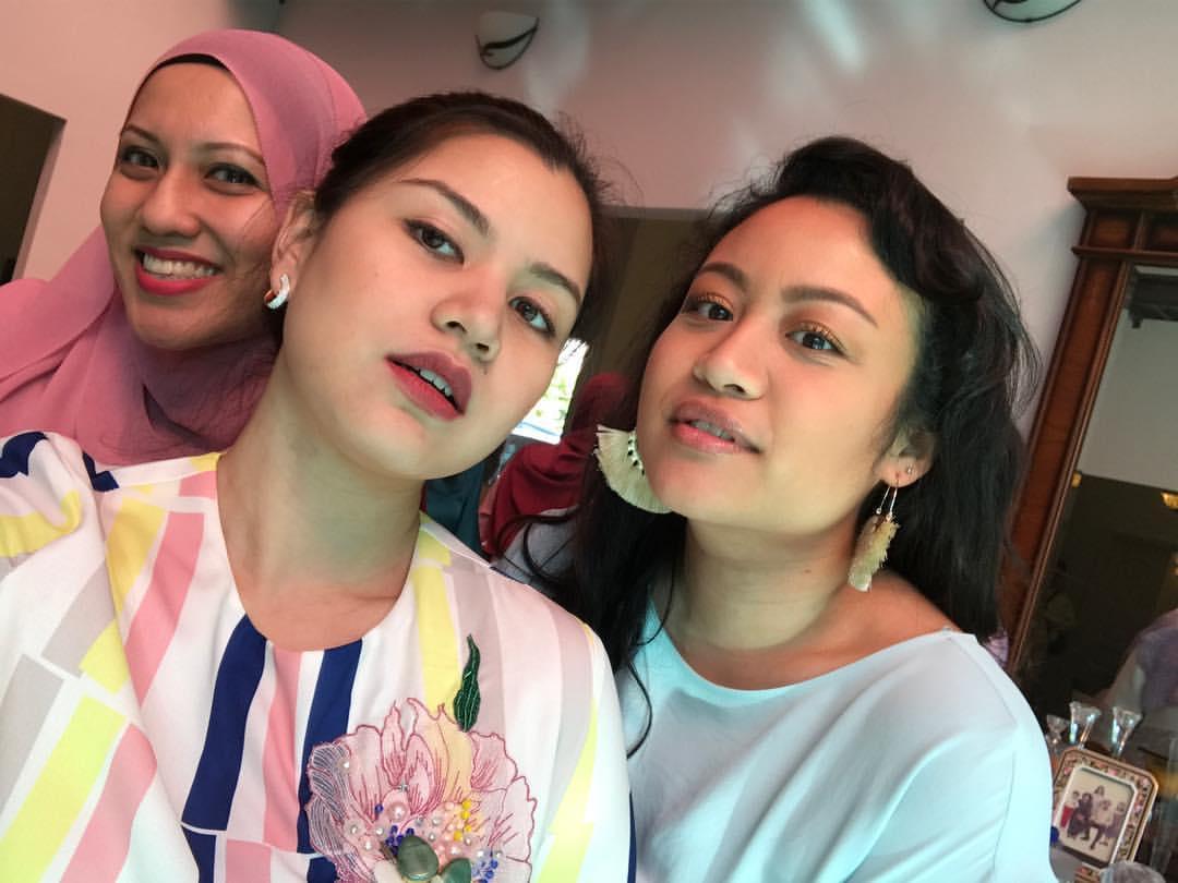 Anak artis baju raya fesyen baju gambar artis hari raya instagram keluarga artis lisa surihani pelakon suami isteri yusry kru