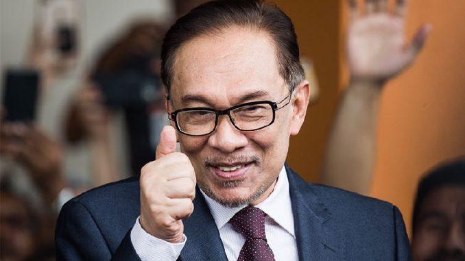 Selepas Bebas Anwar Ibrahim Terus Ke Istana Negara. Ini Suasana Di Depan Istana Negara Yang Memang Teruja Jika Melihatnya