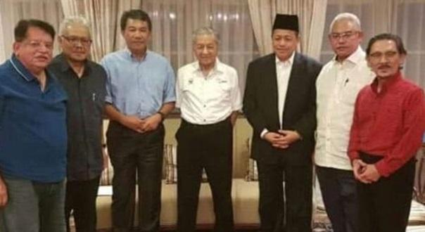 Tular Gambar Orang Kuat UMNO Jumpa Tun Mahathir Untuk Makan Tapi Ini Yang Terjadi Sebenarnya