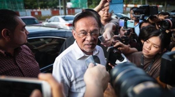'Saya sudah hubungi Azmin' – Ini yg akan terjadi selepas Anwar hubungi Azmin